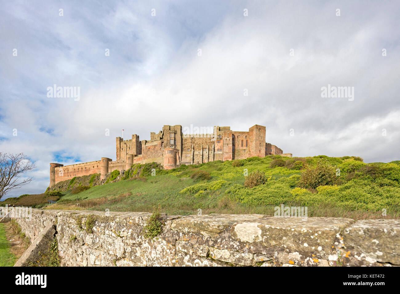 Il castello di Bamburgh, Bamburgh, Northumberland, England, Regno Unito Immagini Stock
