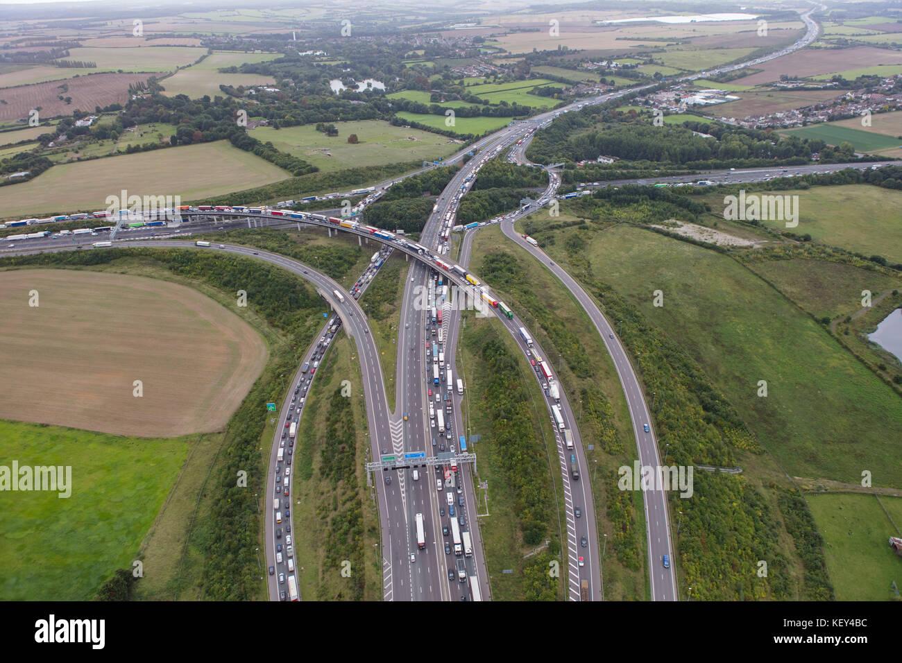 Una veduta aerea che mostra la congestione del traffico al bivio 2 della M25 London Orbital Immagini Stock