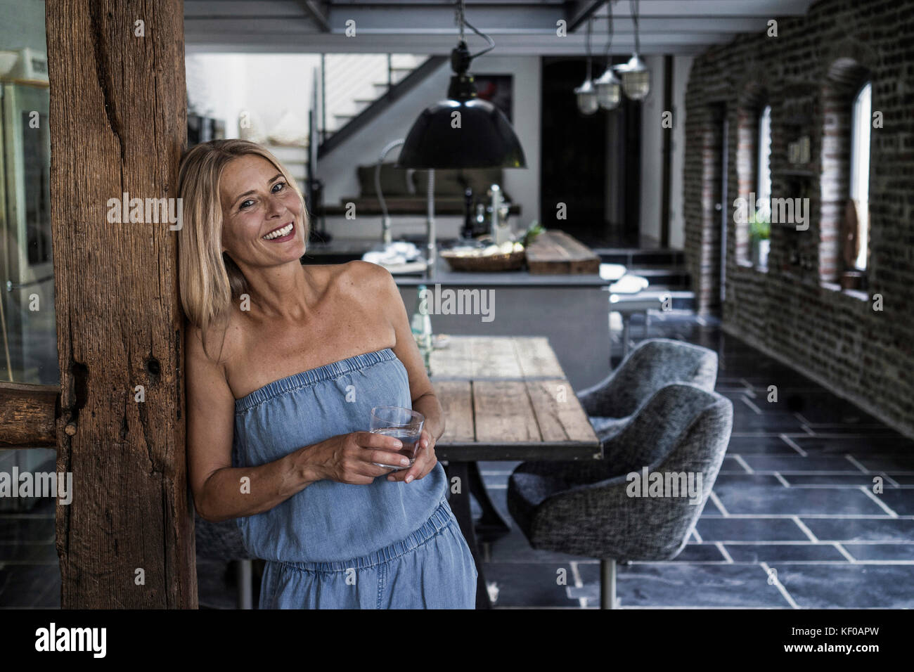 5841526da844 Woman Standing In Her Comfortable Country House Immagini   Woman ...