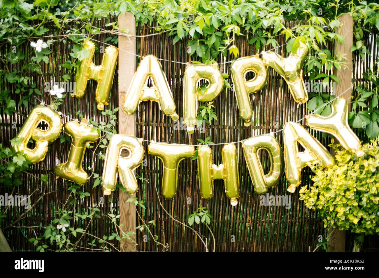Decorazione per la festa di compleanno in giardino con for Decorazione giardino per battesimo