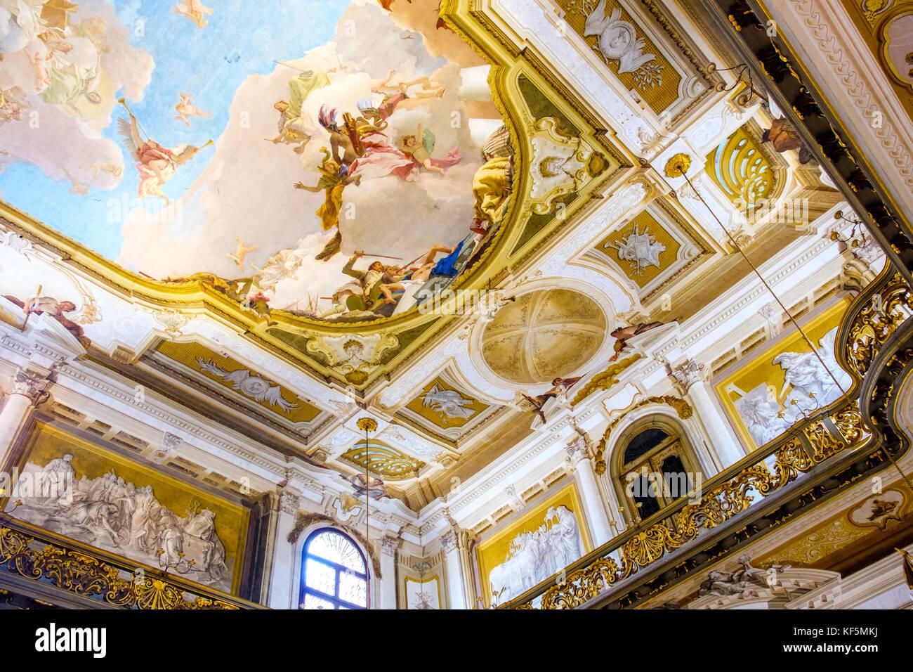 Interni Di Villa Pisani : Gli interni di villa pisani di affreschi a soffitto dorato con