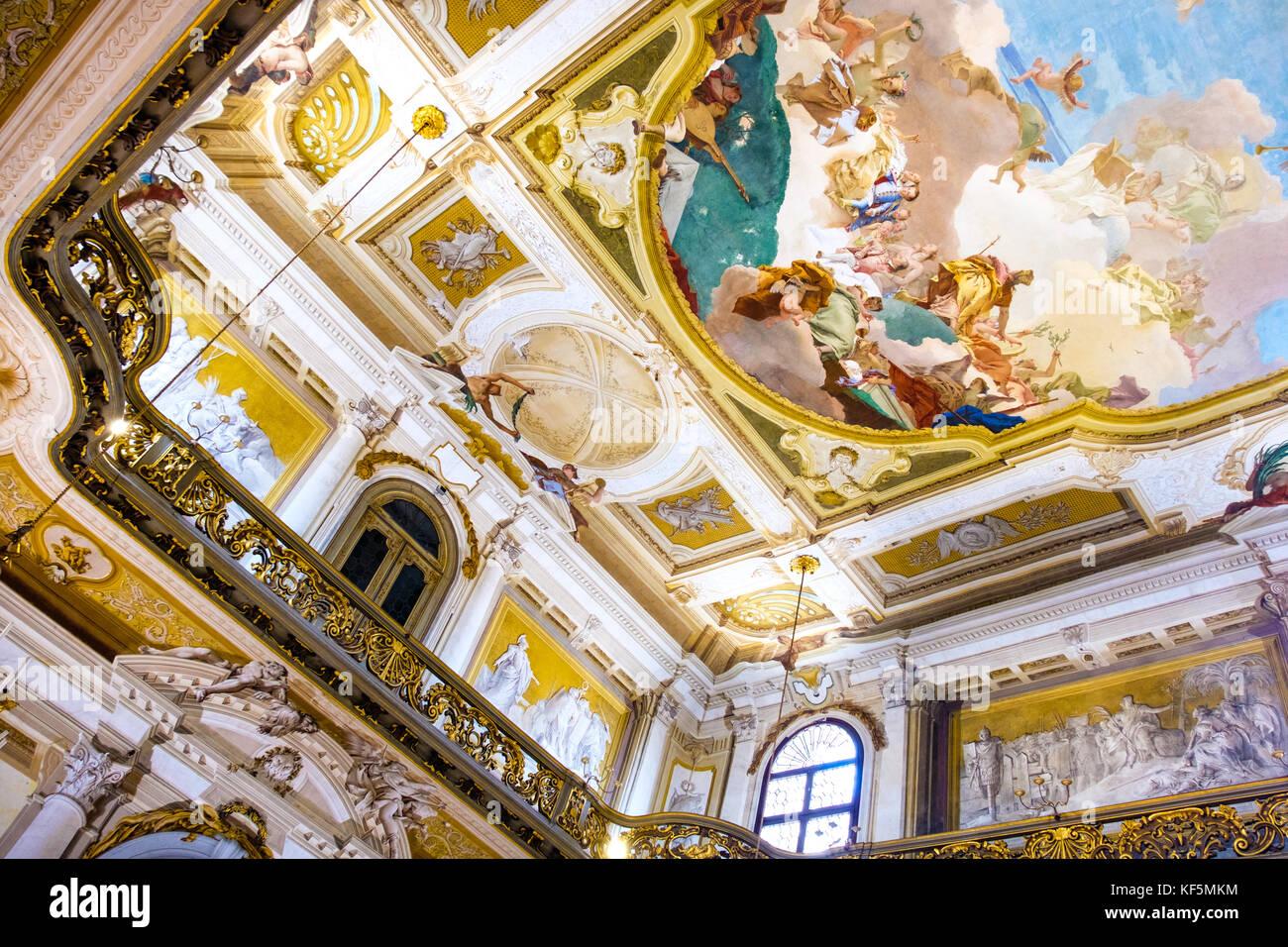 Interni Di Villa Pisani : Gli interni di villa pisani un affresco dipinto sul soffitto dorato