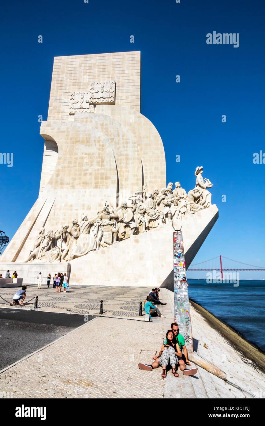 Lisbona portogallo Belem fiume Tago Padrao dos Descobrimentos il Monumento delle Scoperte Enrico il Navigatore waterfront Immagini Stock