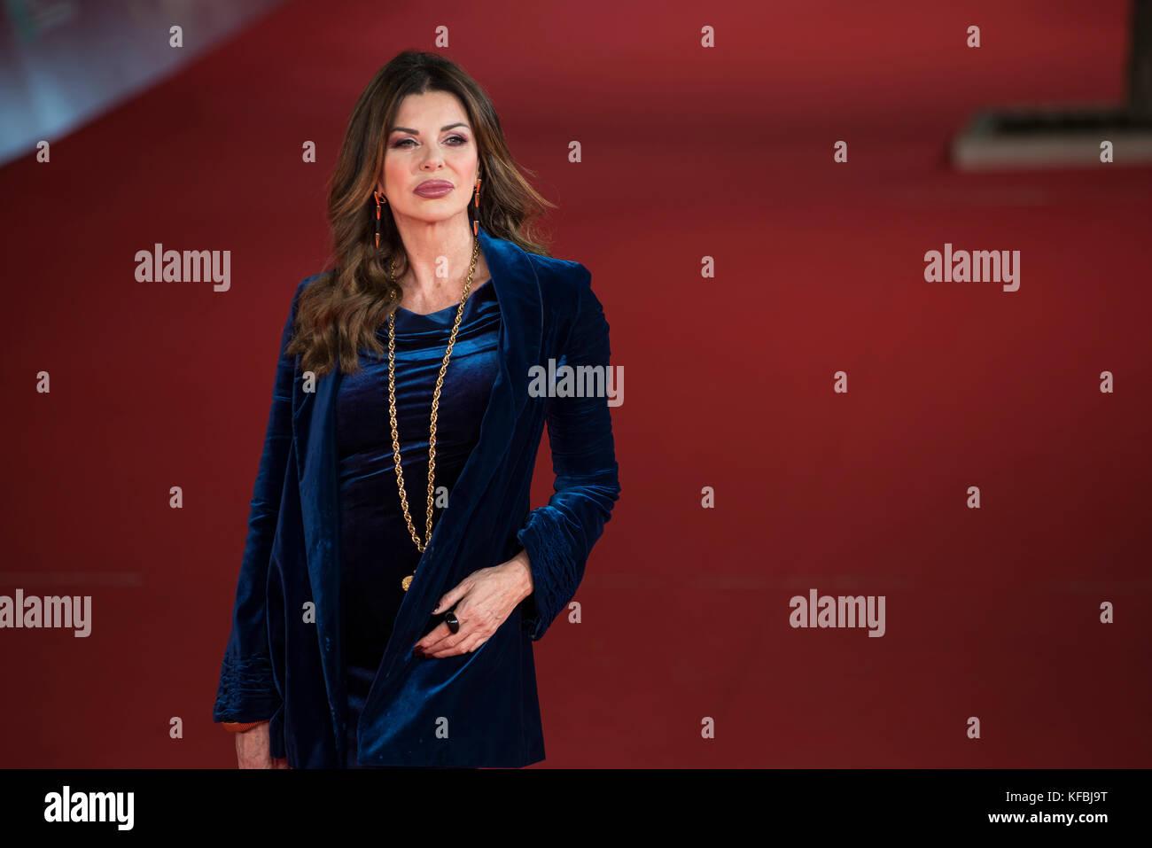 Roma, Italia. 26 ott 2017. Alba Parietti assiste il tappeto rosso durante il Festival del Cinema di Roma 2017 Credit: Immagini Stock