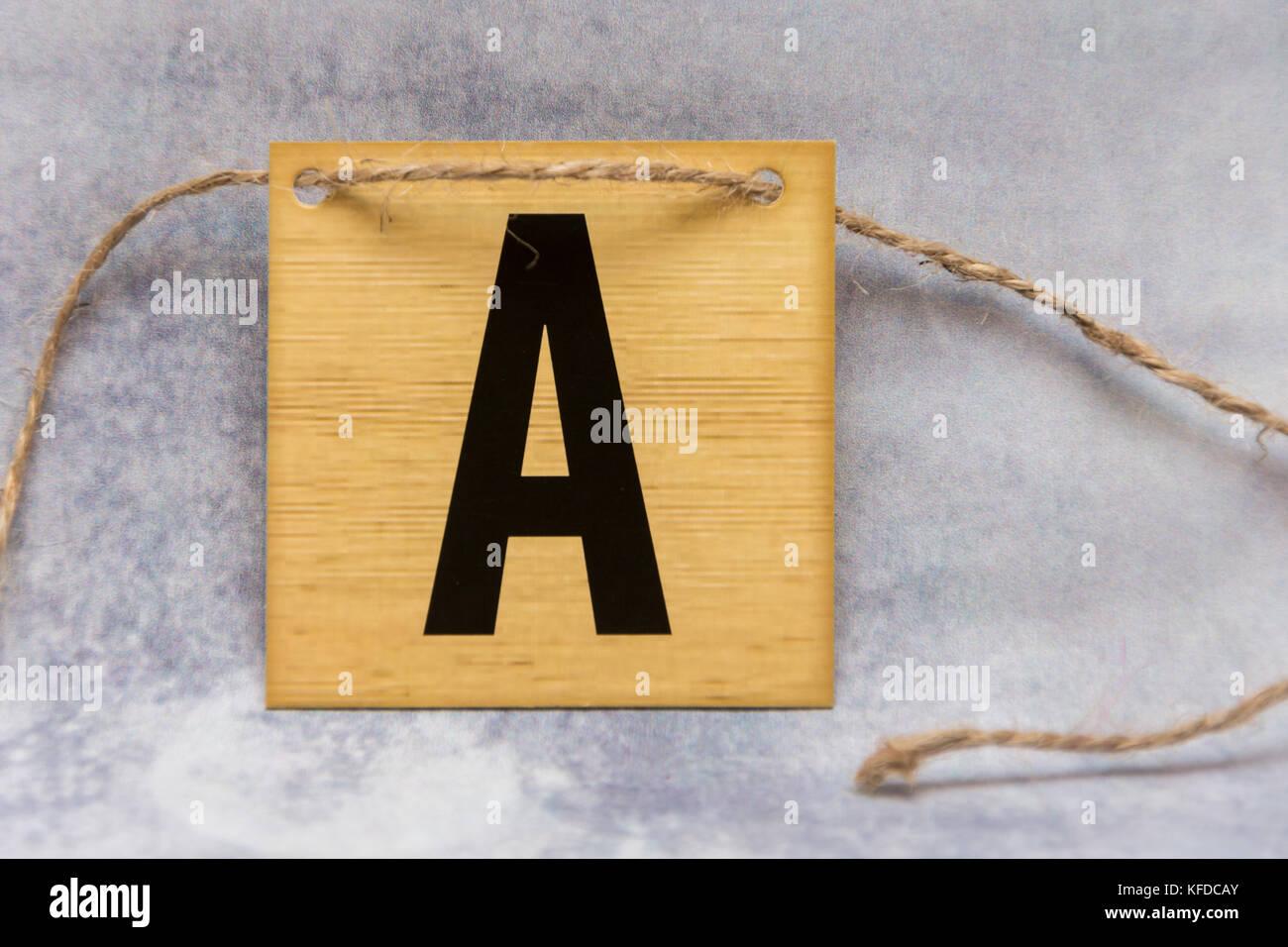 Piastrella isolato lettera dell alfabeto su un modellato sullo