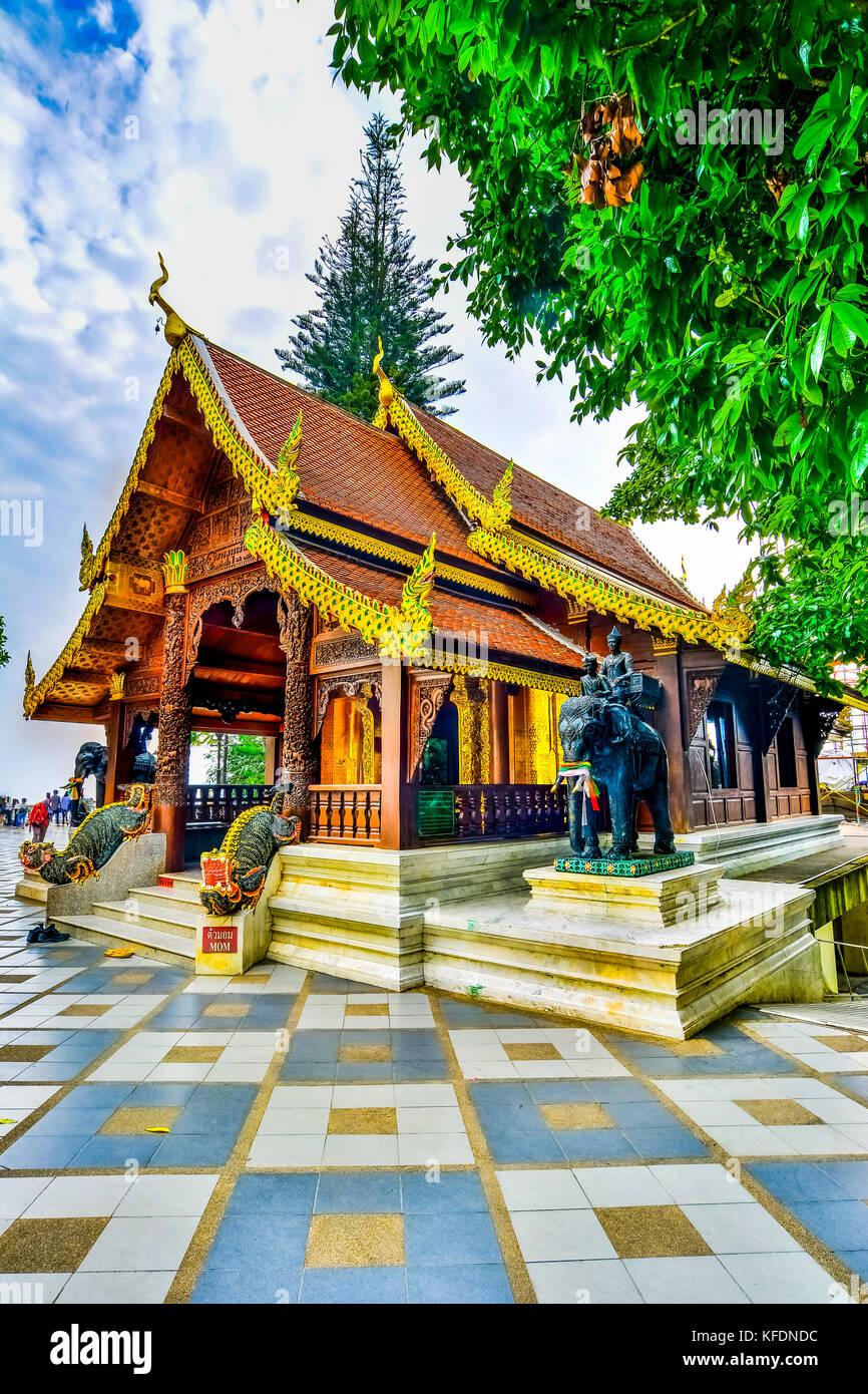 Il bellissimo tempio di legno al Wat Phra That, il Doi Suthep, Chiang Mai, famoso tempio storico in Thailandia Immagini Stock