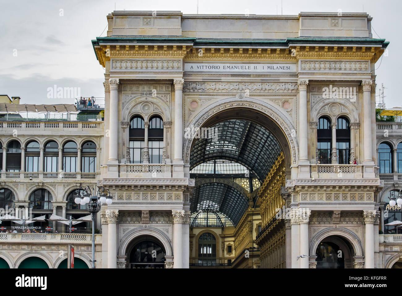 La Famosa Galleria Vicino Alla Cattedrale Di Milano Immagini