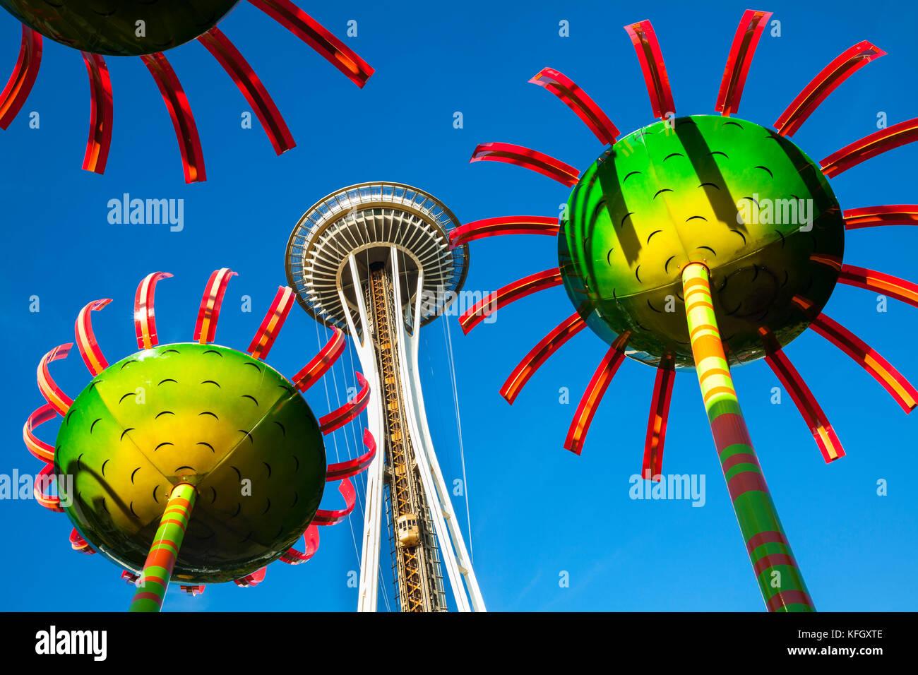 WA141445-00...WASHINGTON - Il display si chiama Sonic Bloom con lo Space Needle si trova nel centro di Seattle. Immagini Stock
