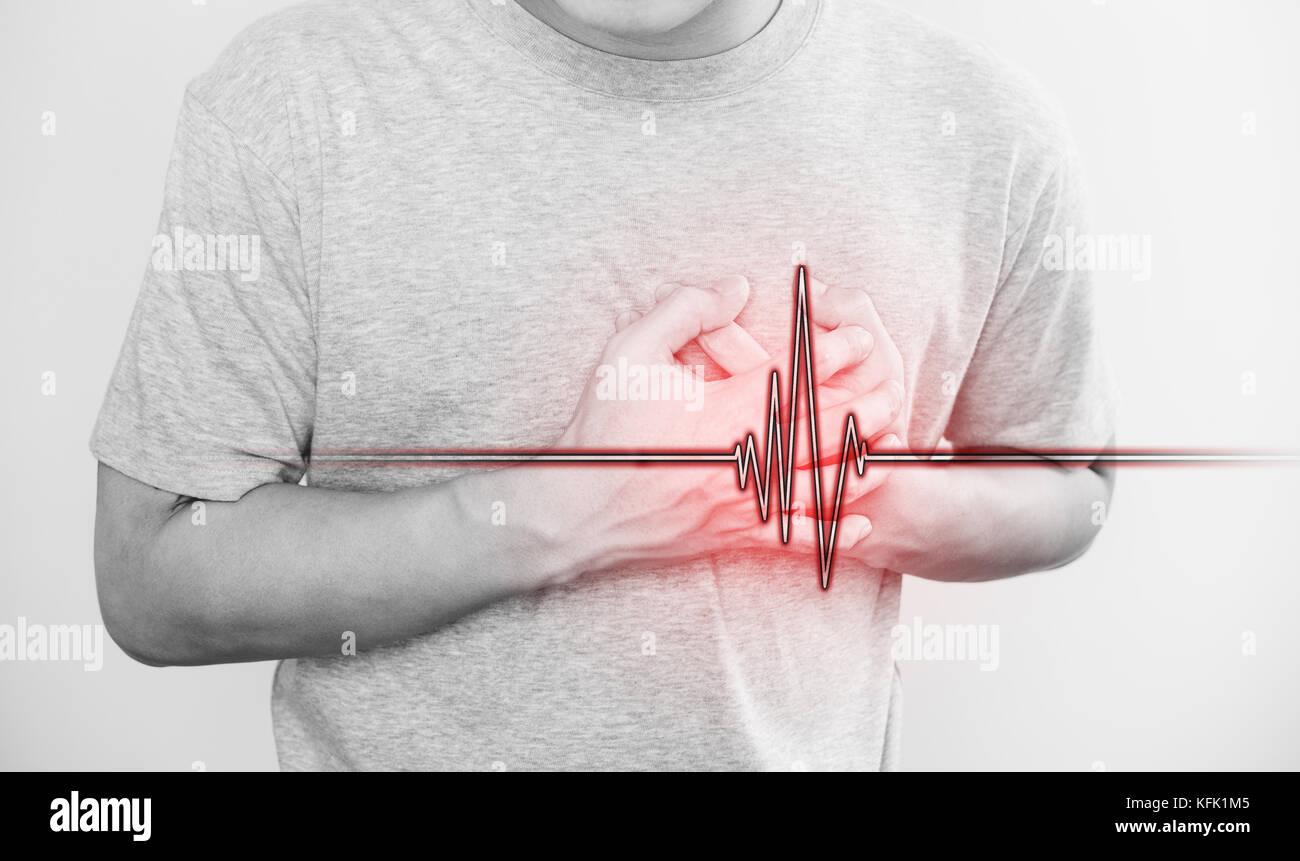 Un uomo di toccare il suo cuore, con cuore segno di impulsi, il concetto di un attacco di cuore e di altre malattie Immagini Stock