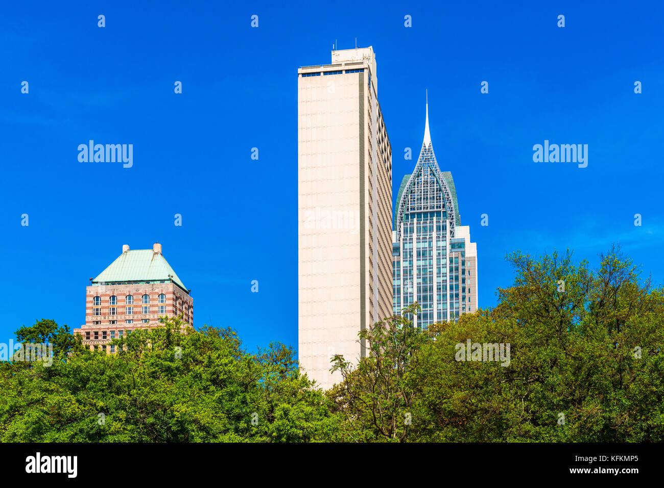 Alti edifici nel quartiere centrale di Mobile, Alabama, USA Foto Stock