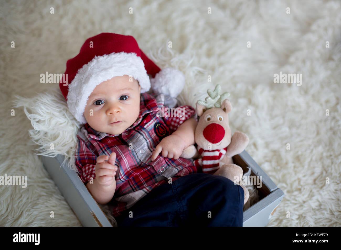 Foto Di Natale Neonati.Ritratto Di Natale Di Carino Piccolo Neonato Bambino Vestito