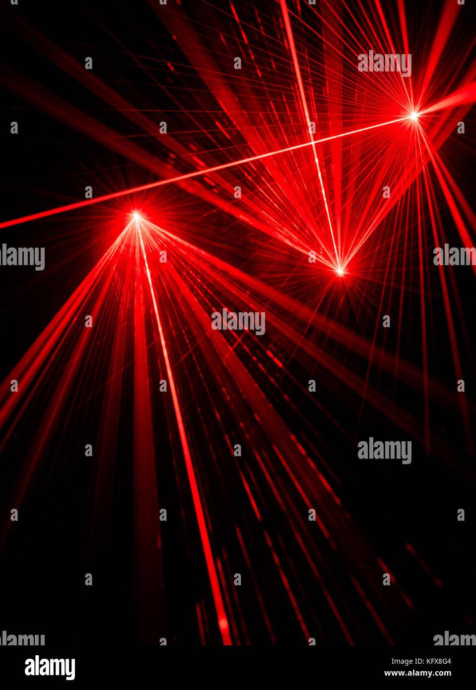 Il Raggio Laser Rosso Gli Effetti Di Luce Su Sfondo Nero Foto