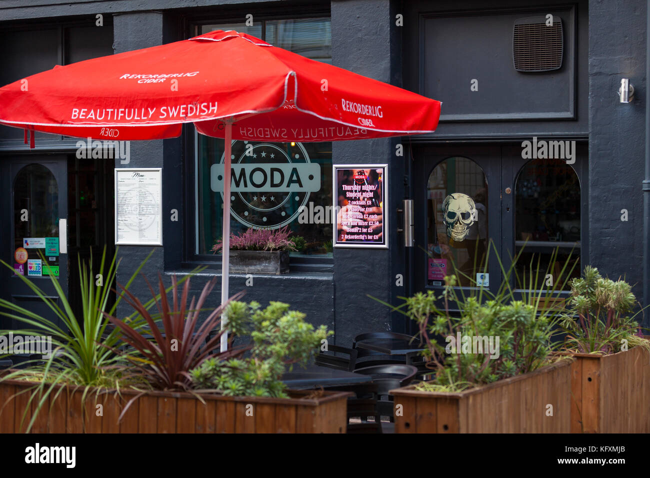 Bar moda in Hastings Town Center, East Sussex Immagini Stock