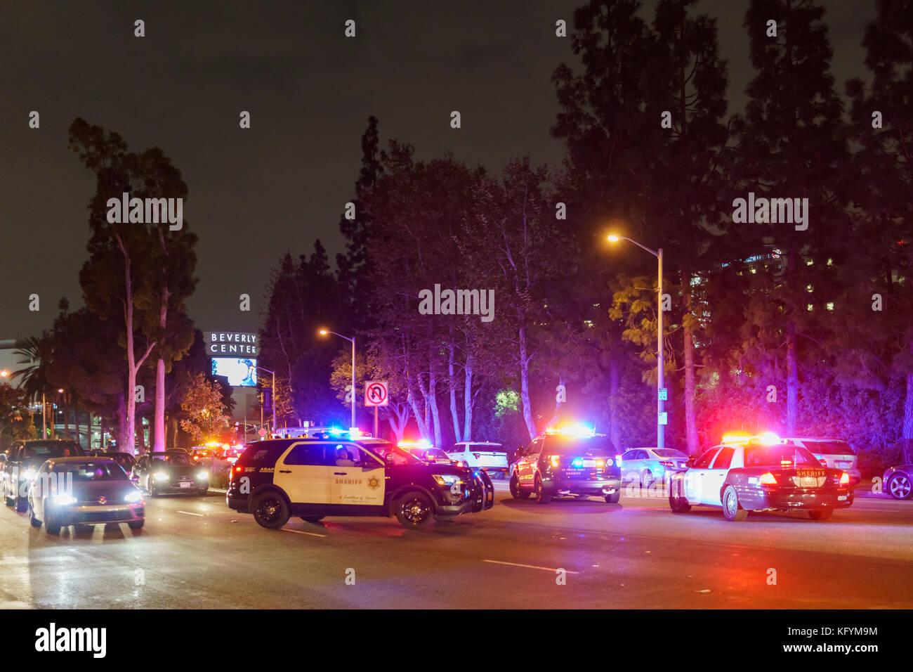 Los Angeles, Ott 31: Molte auto della polizia bloccando la strada vicino a Beverly Center il Ott 31, 2017 a West Immagini Stock