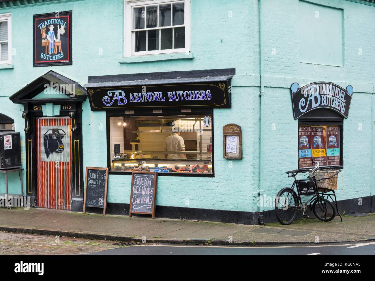 Arundel macellerie, un piccolo locale butcher shop in Arundel, west sussex, in Inghilterra, Regno Unito. Immagini Stock