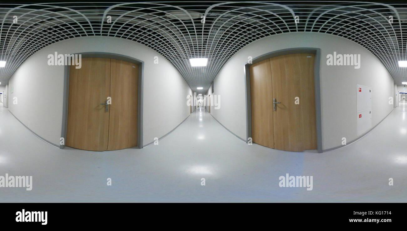 Lungo Il Corridoio In Inglese : Grado vr panorama di un lungo bianco corridoio vuoto foto