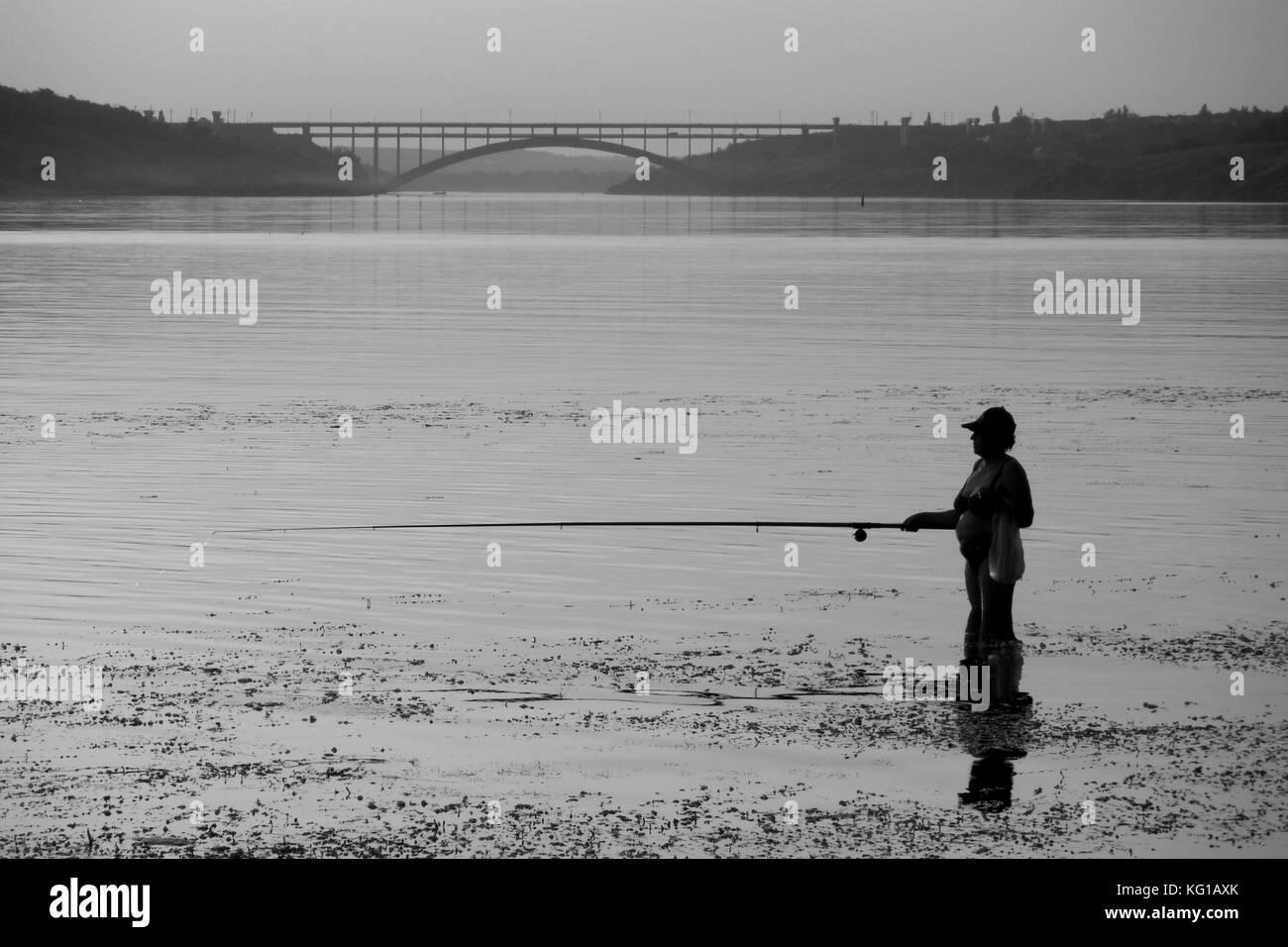 Pesca sul fiume. Immagini Stock