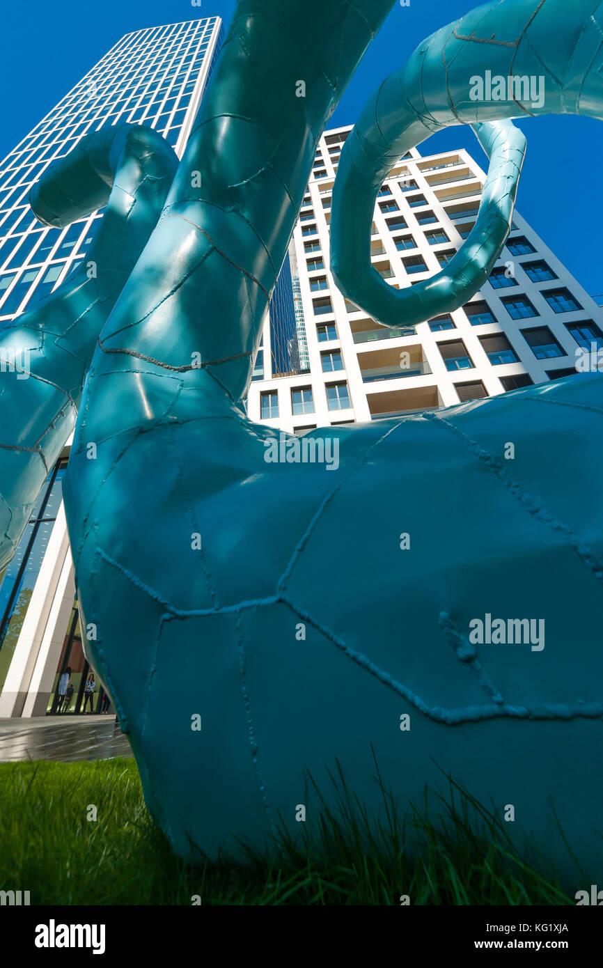 """Frankfurt am Main, Hessen, Germania : Skulptur """"ohne Titel' von Franz West 2012 - TaunusTurm - Museum für Immagini Stock"""