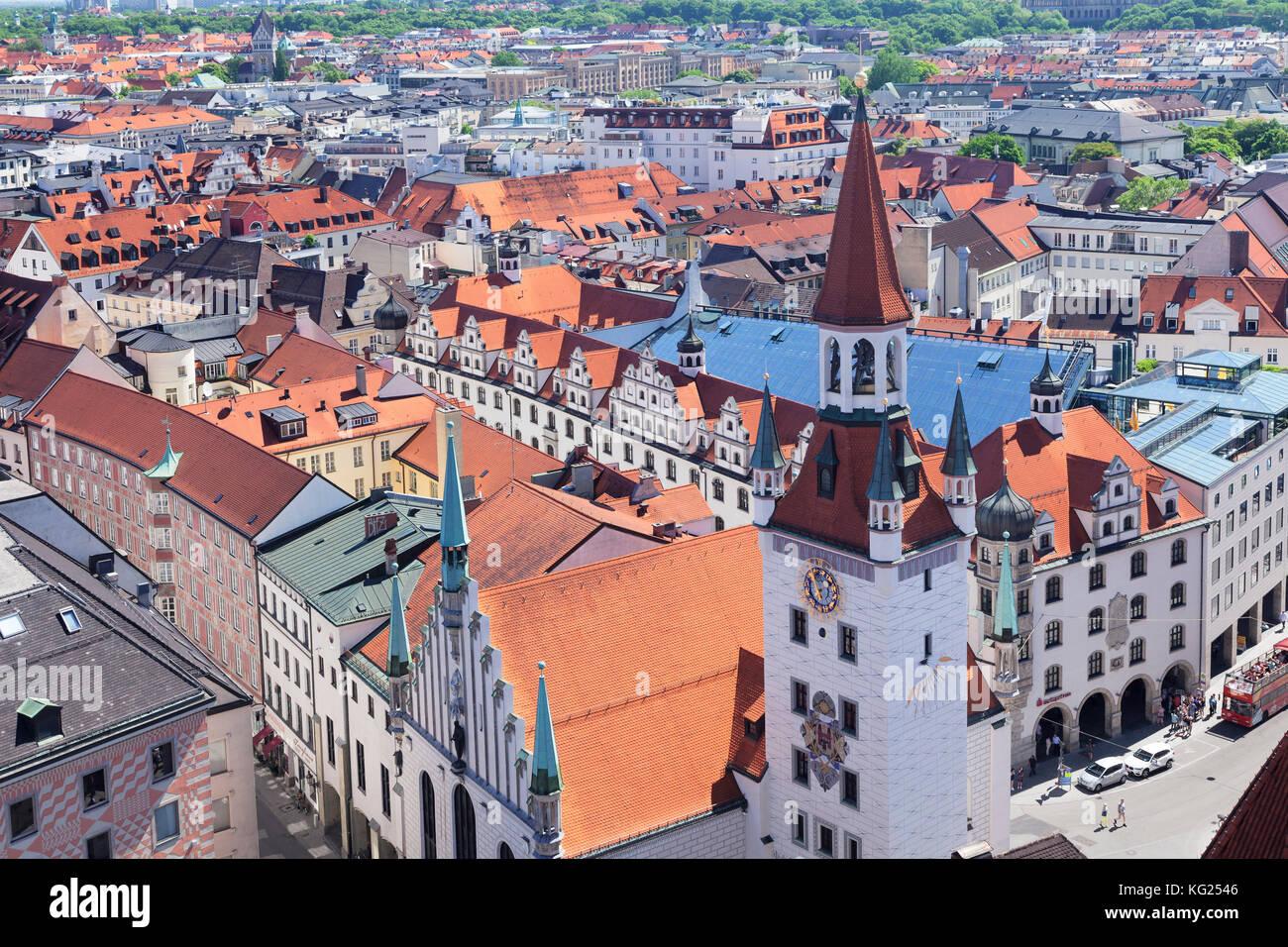 Municipio della città vecchia (Altes Rathaus) a piazza Marienplatz, Monaco di Baviera, Germania, Europa Immagini Stock