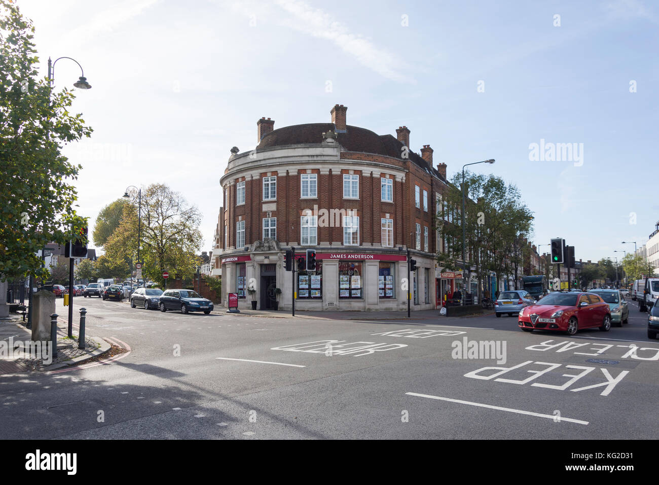 Il triangolo e Upper Richmond Road, East Sheen, London Borough of Richmond upon Thames, Greater London, England, Immagini Stock