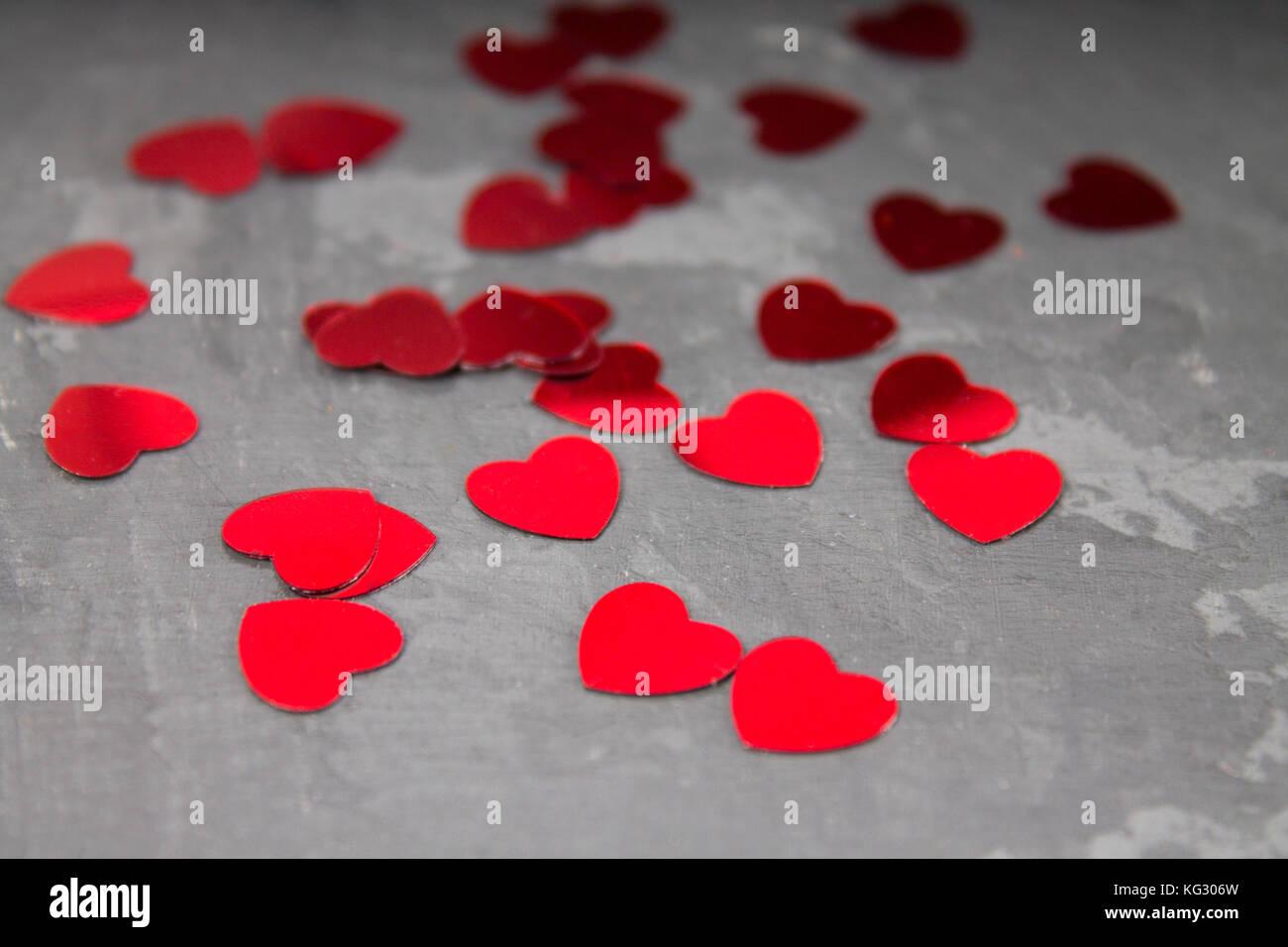 Cuori Rossi Su Sfondo Grigio Sfondo Marmo Foto Immagine Stock