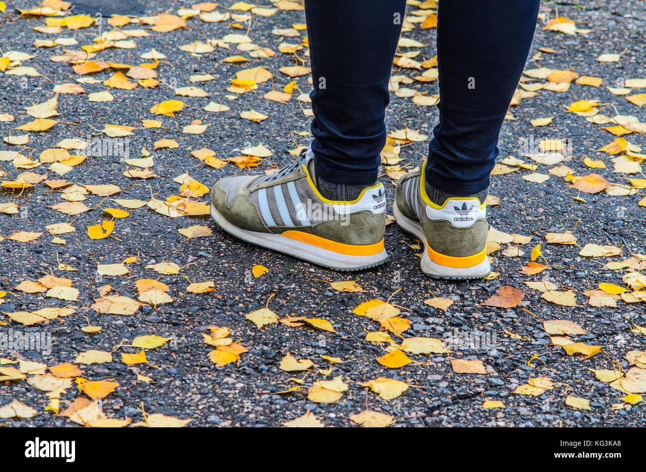 Adidas Sneaker Immagini   Adidas Sneaker Fotos Stock - Alamy a7e66e76950