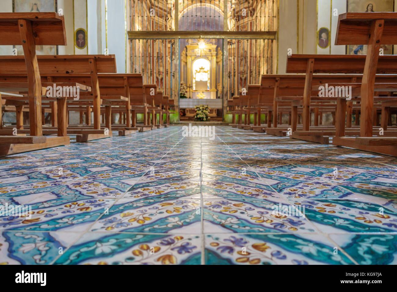 Vintage piastrelle per pavimento all interno della vecchia chiesa