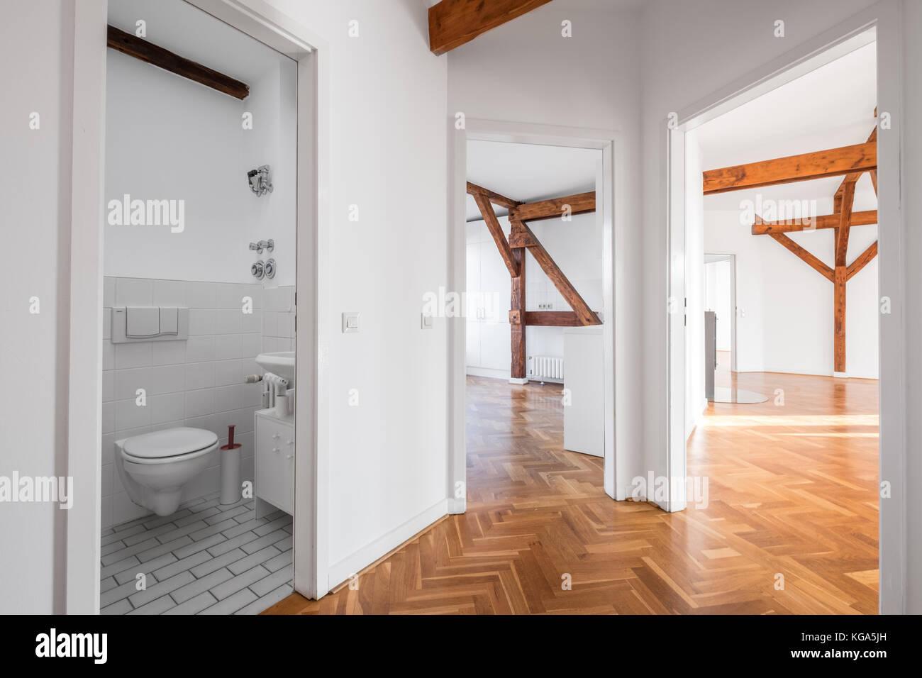 Appartamento loft dopo lavori di ristrutturazione - piatto vuoto ...