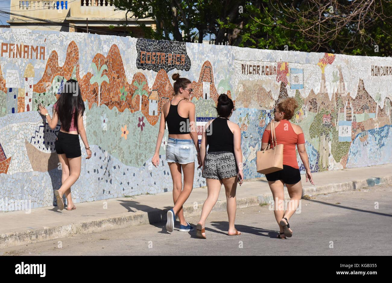 Il murale di Jose Fuster e collaboratori in Jaimanitas, una zona economicamente depressa vicino a L'Avana Cuba che Foto Stock