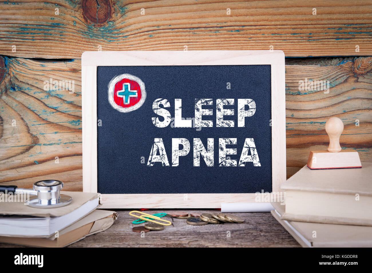 L'apnea nel sonno. health care. lavagna su uno sfondo di legno Immagini Stock