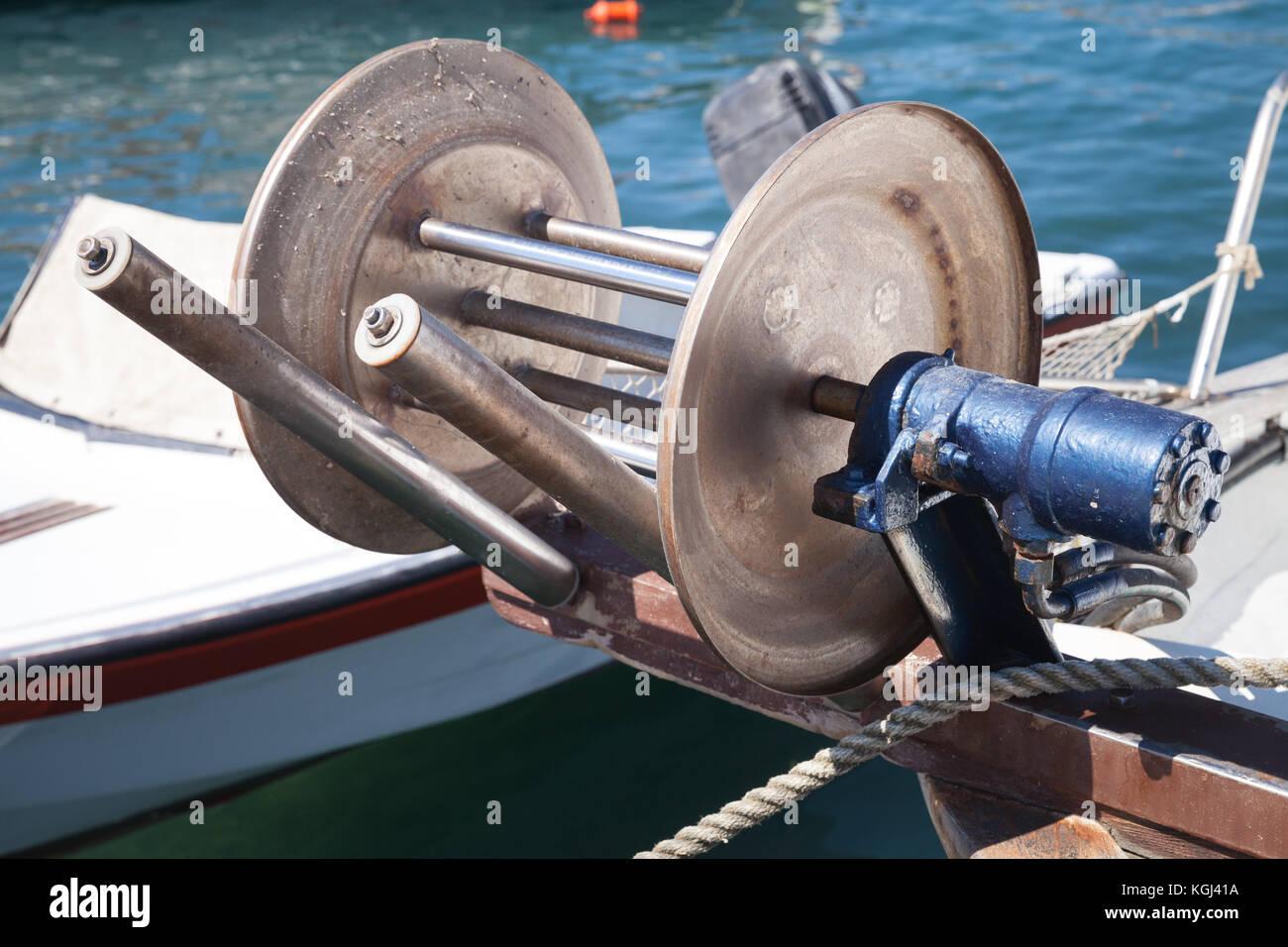 Verricello di prua per rete da pesca su piccola - Rete da pesca per decorazioni ...