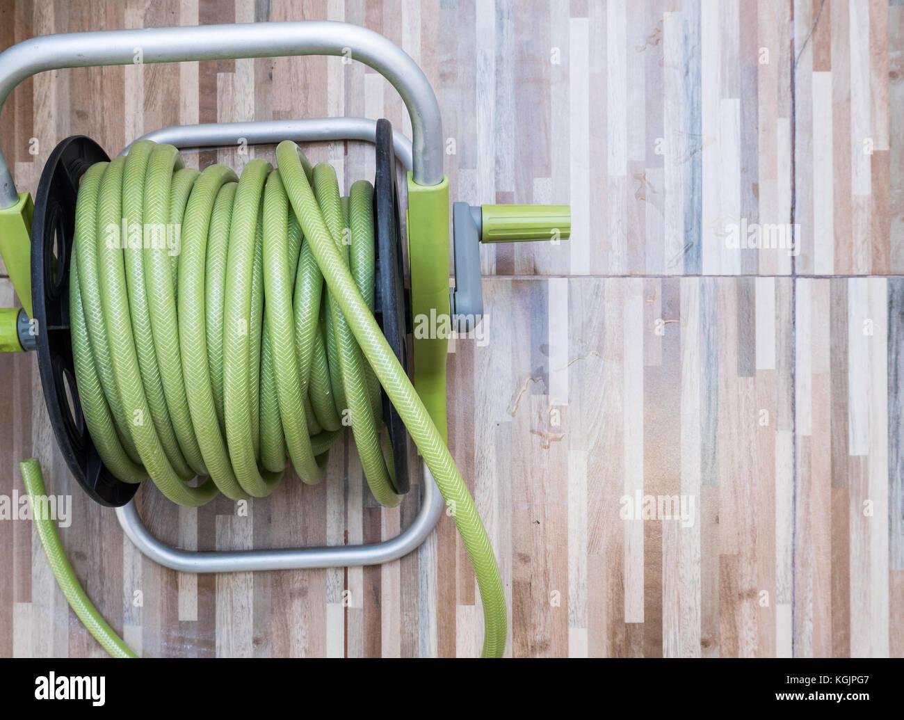 Piastrelle Verdi Plastica Giardino : Verde flessibile in gomma dell aspo in plastica impostato sul