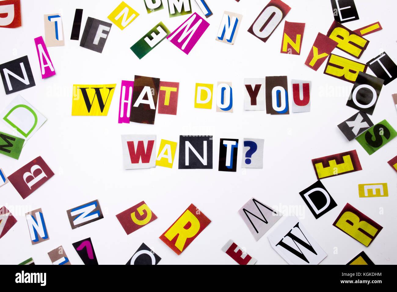 Una parola di scrittura di testo che mostra il concetto di cosa vuoi fare domanda fatta di diversi magazine giornali Foto Stock