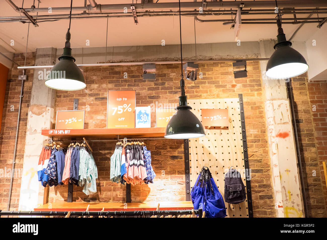 Urban outfitters store a vintage industriali stile design