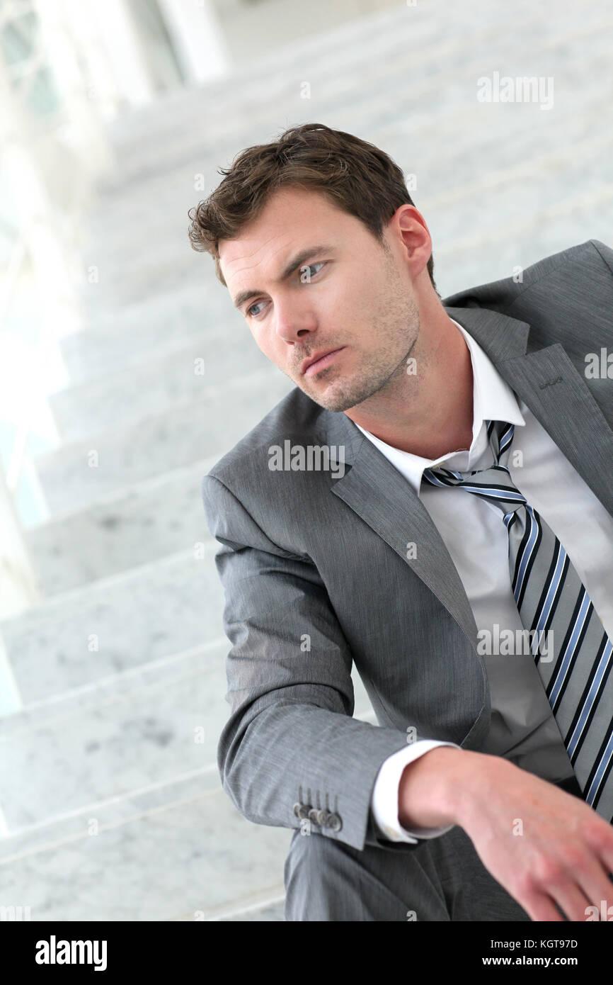 Ritratto di imprenditore esausto a causa della perdita del posto di lavoro Immagini Stock