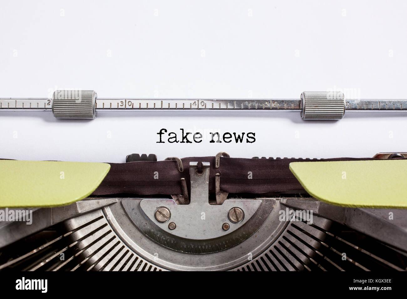 Fake news - typewrite Immagini Stock