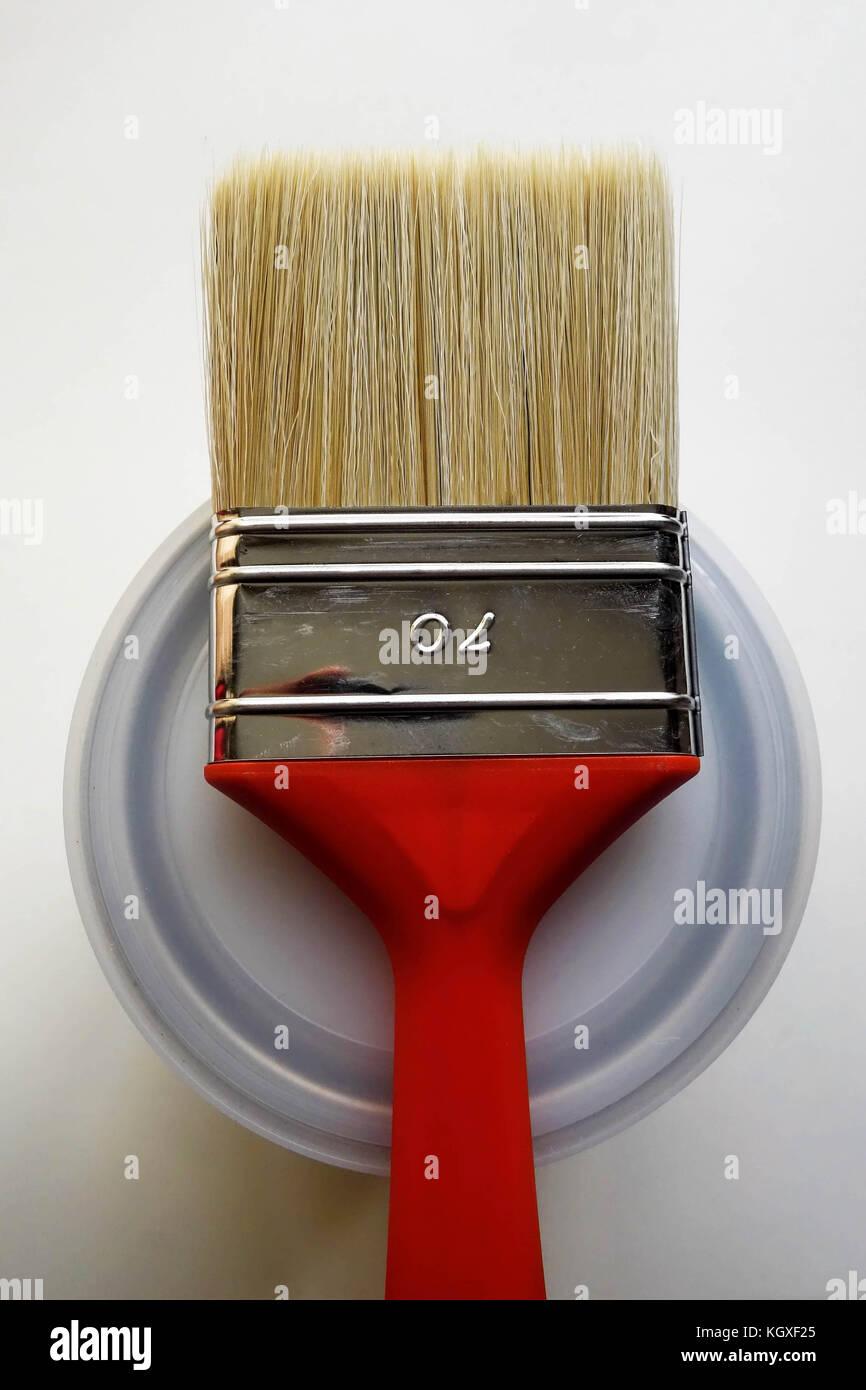 La vernice rossa spazzola sulla sommità del possibile Foto Stock