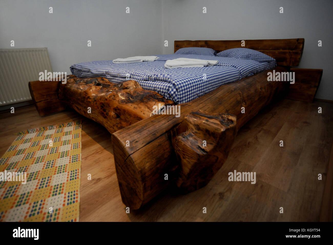 Letto Rustico Legno : Divani in legno rustici letto ndash oobbinfo divano rustico idee