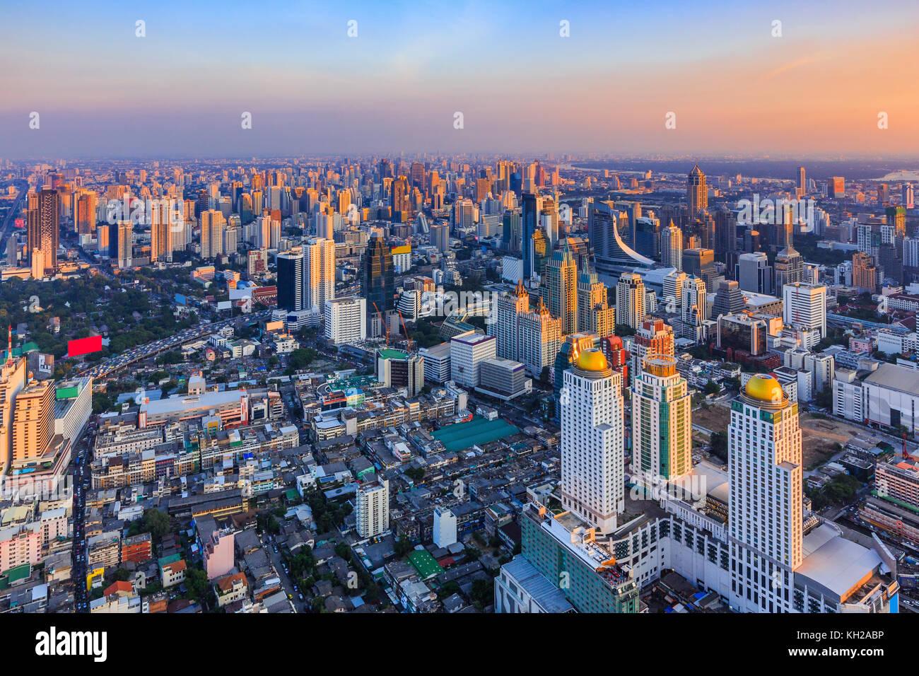 Bangkok, Tailandia. Lo skyline della città al tramonto. Immagini Stock