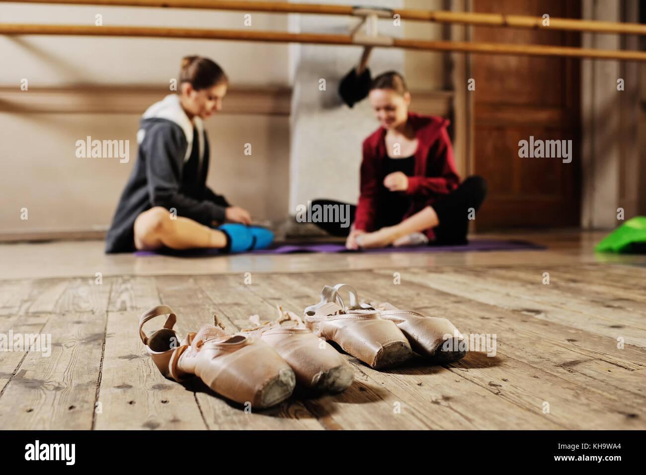 Ballerina in prova o di formazione Immagini Stock