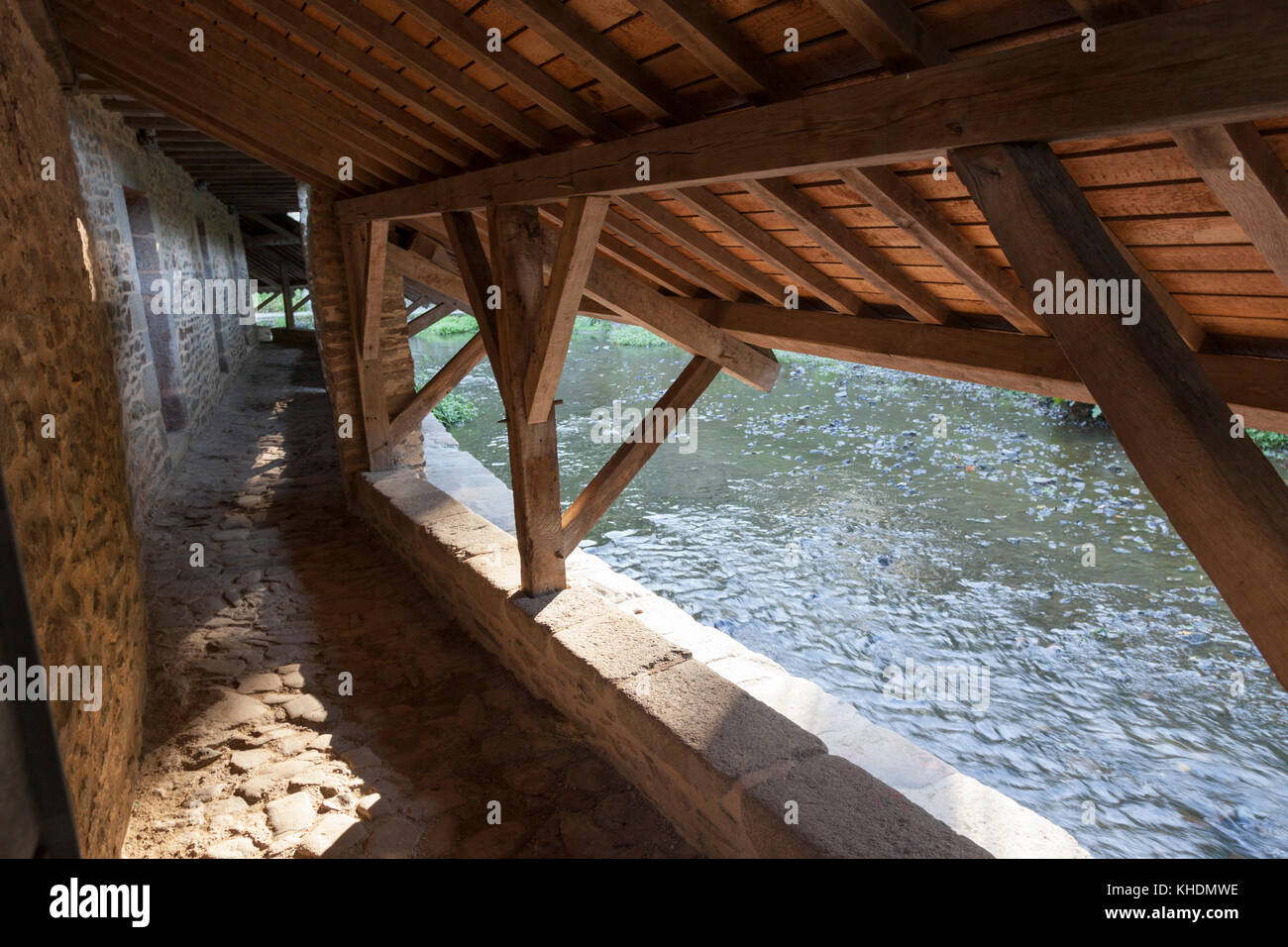 L'interno del case di lavaggio, a Vannes (Morbihan - Francia). Situato sotto i bastioni, essi specchio nel fiume Foto Stock