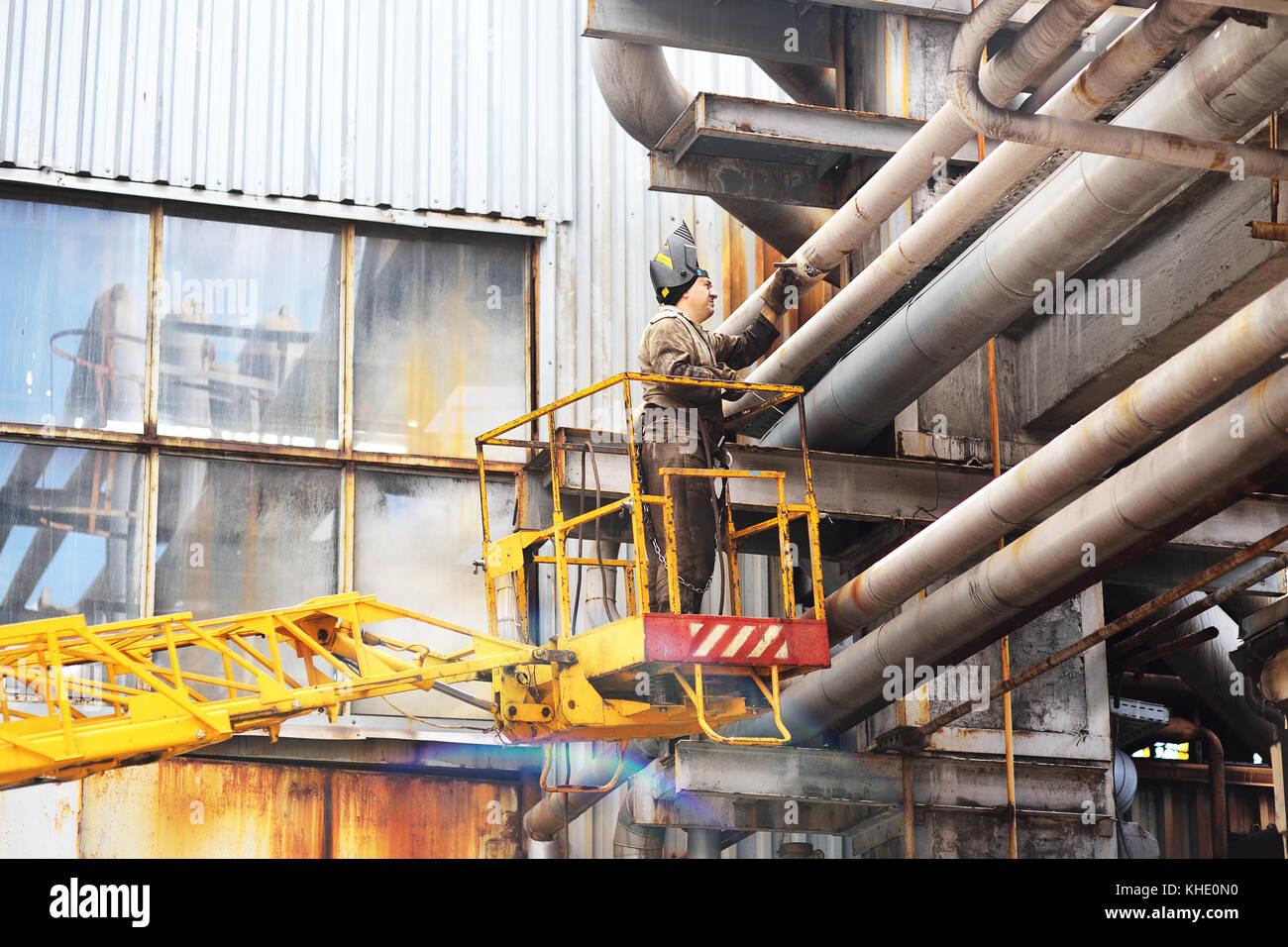 Saldatore di lavoro tubi riparazioni Immagini Stock