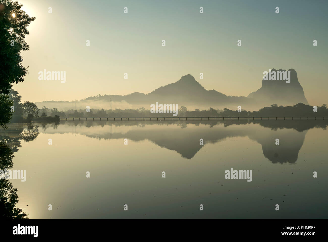 Atmosfera di mattina a kan thar yar vedere, di Hpa-an, myanmar, asia Immagini Stock