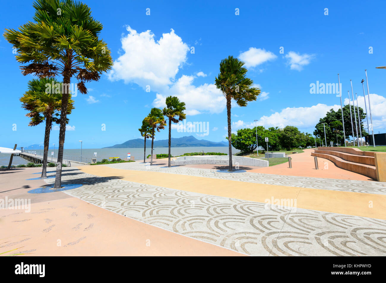 Pavimentazione decorata Cardwell sul lungomare vicino al molo, estremo Nord Queensland, FNQ, Australia Immagini Stock