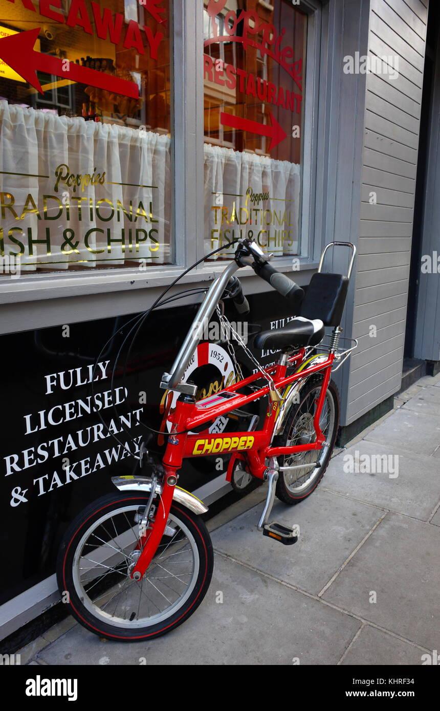 Vintage Retrò Bicicletta Chopper Oustide Bloccato Un Fish Chips