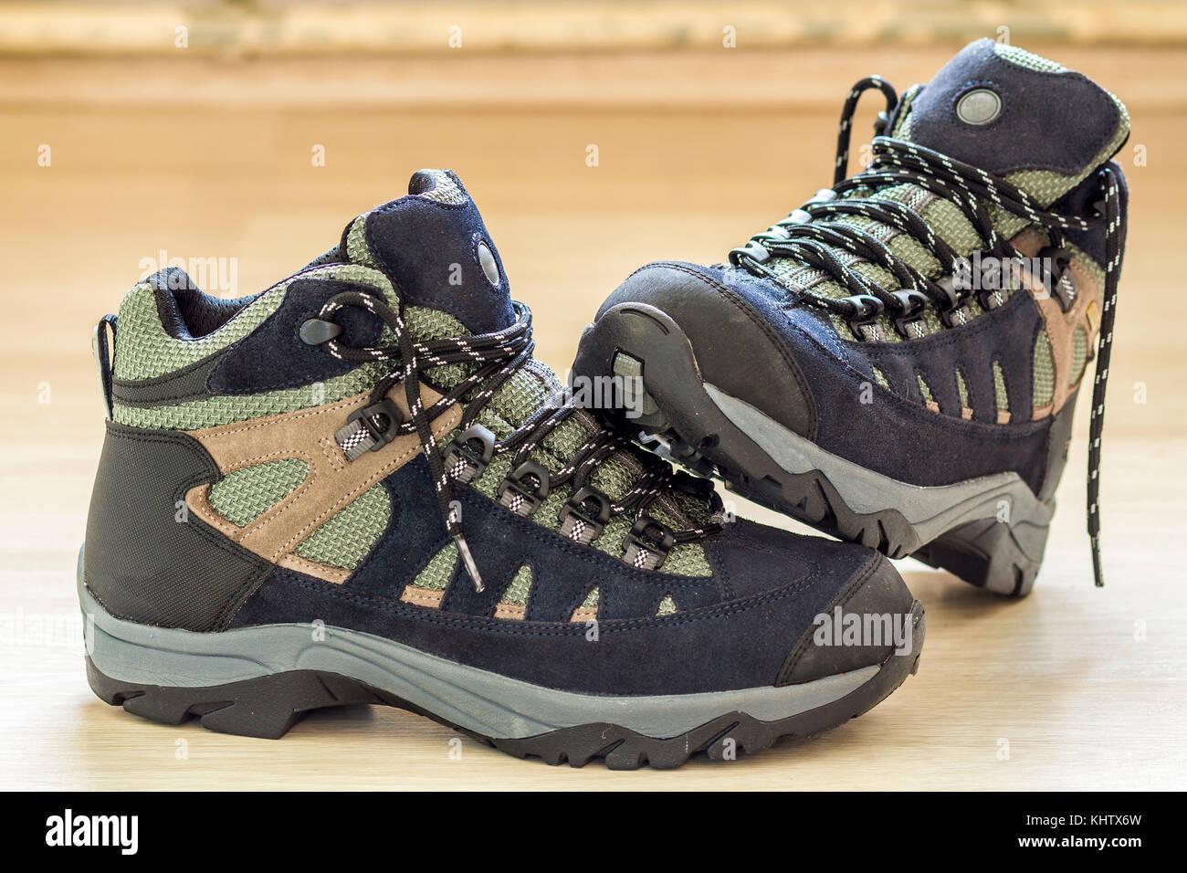 Cheaper prezzi incredibili vendita scontata Il nuovo quartiere alla moda di escursionismo scarponi da montagna ...