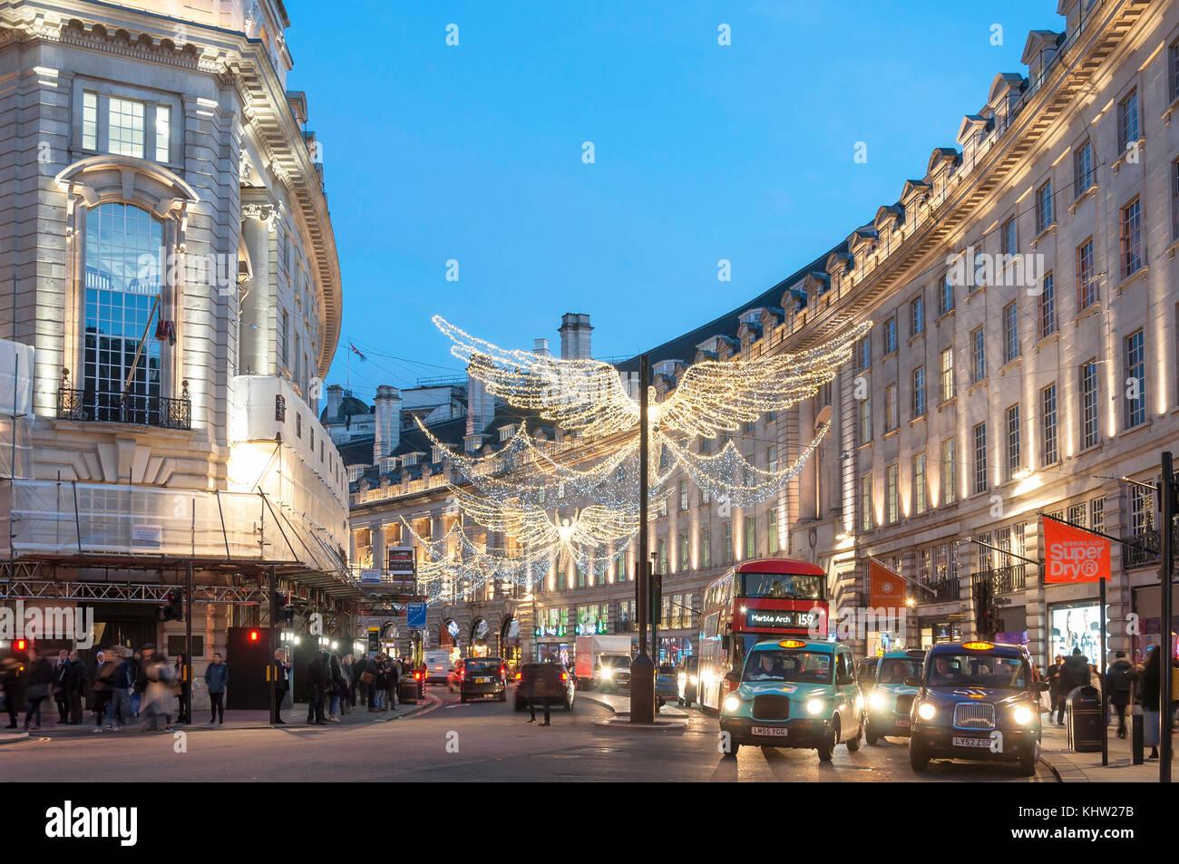 Le luci di Natale al crepuscolo in Regent Street, Soho, City of Westminster, Greater London, England, Regno Unito Immagini Stock