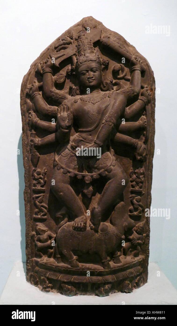 Statua di pietra raffigurante Lakshmi, la dea Indù della ricchezza, fortuna e prosperità. Datata VIII Immagini Stock