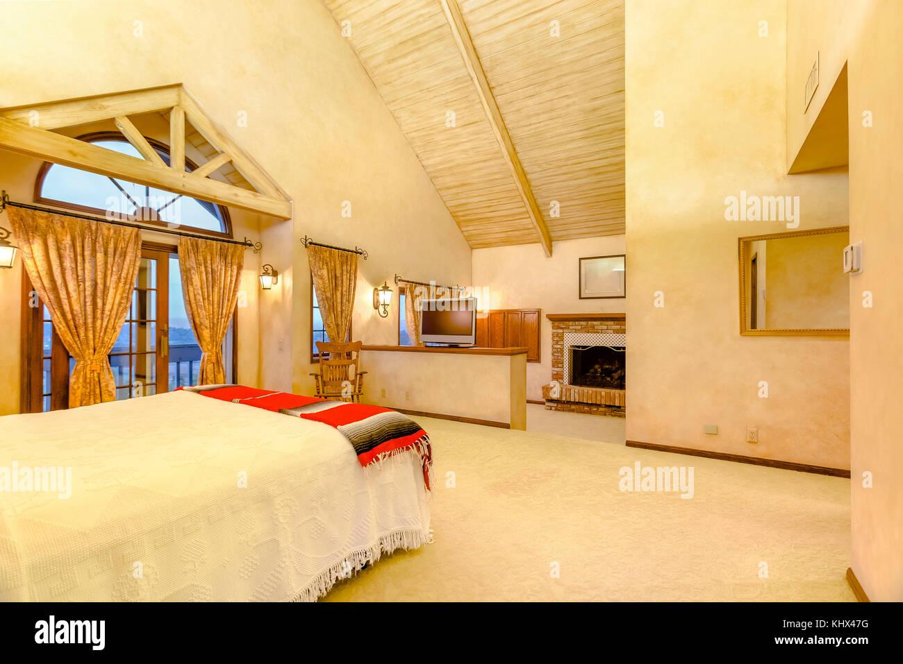 Riscaldare Camera Da Letto luminose, aprire e riscaldare la camera da letto principale