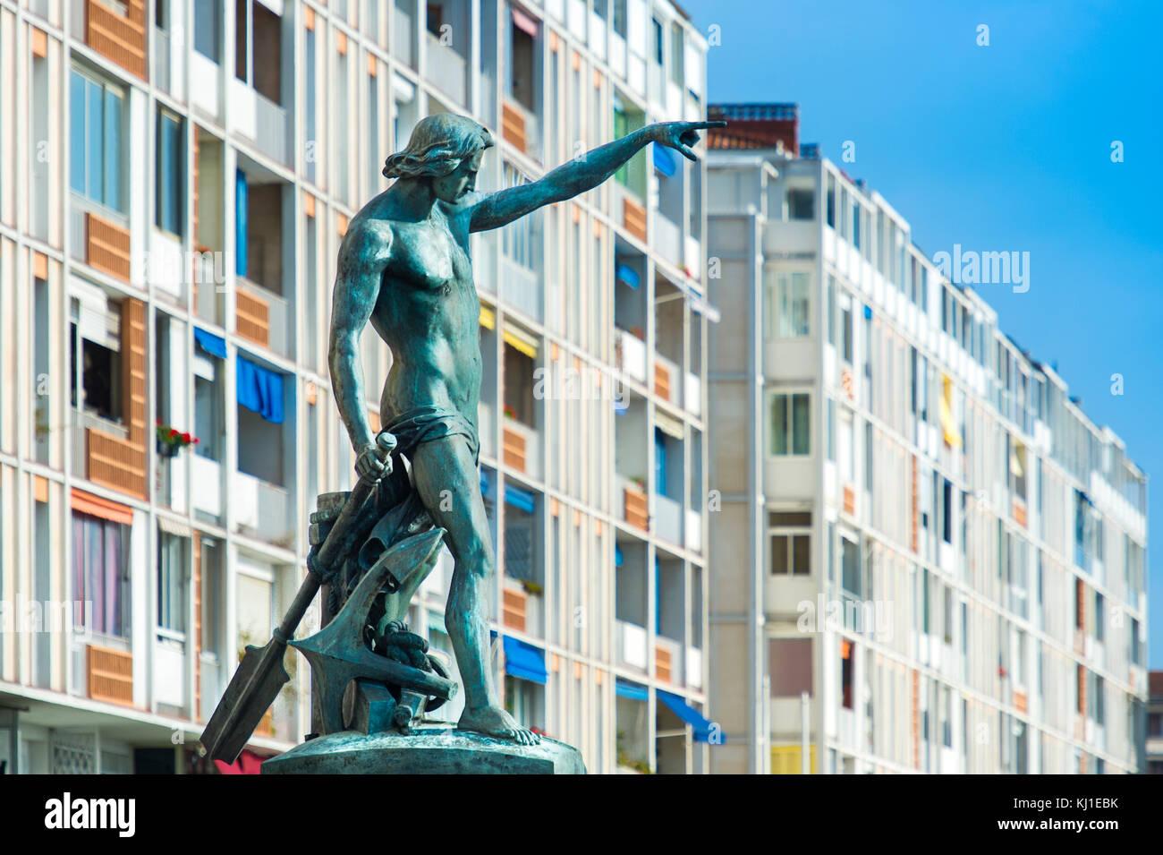 Europa, Francia, Var, Tolone. Quai Cronstadt statua del Genio di navigazione, opera dello scultore Louis-Joseph Immagini Stock